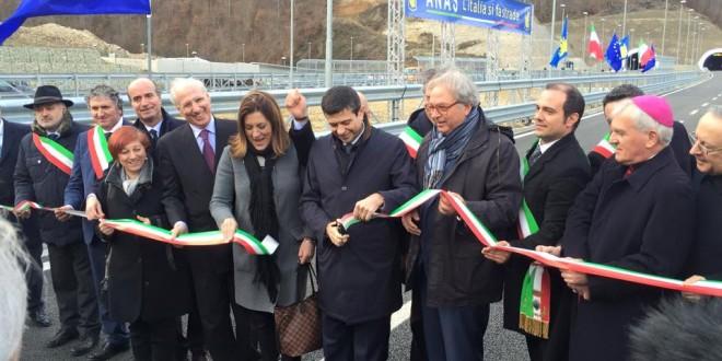 Quadrilatero Marche Umbria, inaugurato il nuovo tratto Colfiorito-Serravalle