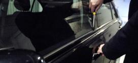 Spaccavano i vetri delle auto per rubare