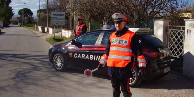 Foligno, fermati dai carabinieri mentre guidavano senza patente: 4 denunce