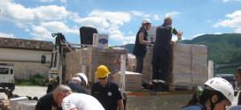 Il gruppo dei volontari della protezione civile di Foligno mette in sicurezza l'archivio storico comunale di Norcia